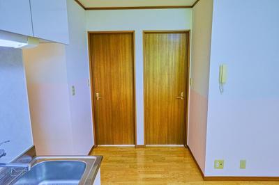洋室のドアです