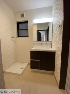 洗面スペース 3面鏡付き洗面化粧台・