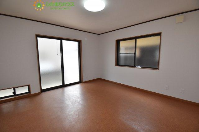 9帖の主寝室!十分な広さがあるので、大切なプライベート空間を素敵に演出できます♪