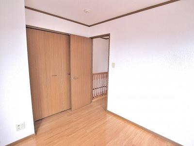 収納がたくさんあると、お部屋がすっきり片付きますね。