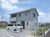 築6年内装リフォーム済み中古住宅!白と黒を基調したスタイリッシュなお家!駐車スペース4台可能!の画像