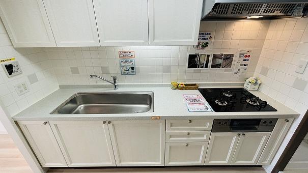 LDKとは独立したキッチンだからこそ集中して料理ができます。また食卓までも近く段差もないため配膳も楽で安全です!
