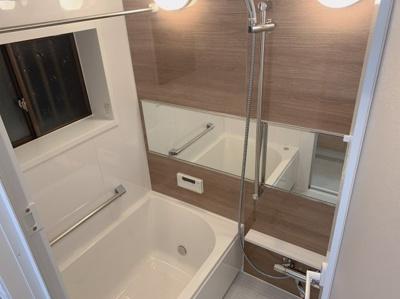 窓付きの浴室