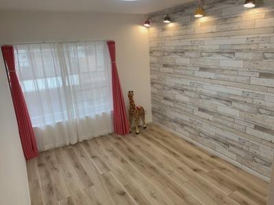 床材とクロスが可愛いお部屋です。