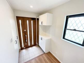 玄関収納が充実した玄関。シューズボックスはお子様でも簡単に片づけることが出来るので、キレイな玄関周りをキープしやすいです!