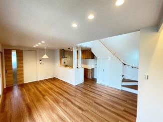 快適さにこだわり、家族みんながゆっくりくつろげる空間を実現!ダウンライトがおしゃれです!