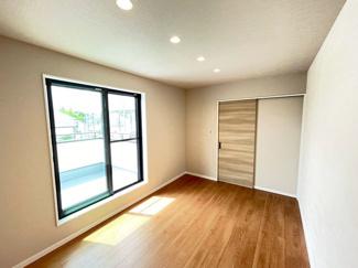 複層ガラスを採用しております、結露になりにくくお部屋の温度を快適に保ちます!カビの抑制になるので、室内の空気はクリーンに♪