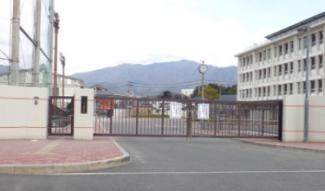 宇美町立宇美中学校まで691mです。