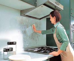 キッチンパネル レンジの壁には高品質キッチンパネルを施工しています。油などの汚れが付着しにくいパネルなため、お手入れが簡単です。