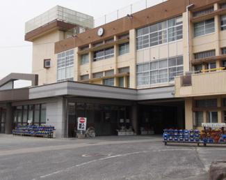 須恵第二小学校まで徒歩10分です。