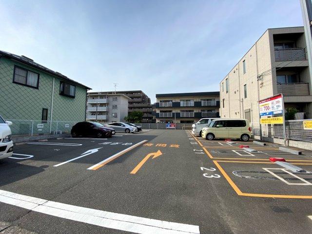 駐車スペースは、月ぎめスペースとコインパーキングのスペースに分かれています
