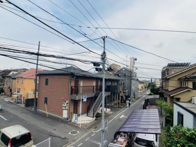 中神駅まで徒歩4分の好立地物件。戸建ても多く、住宅街が広がっています。