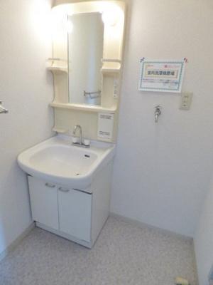 独立洗面台付の広い洗面室です。 ※掲載画像は同タイプの室内画像のためイメージとしてご参照ください。