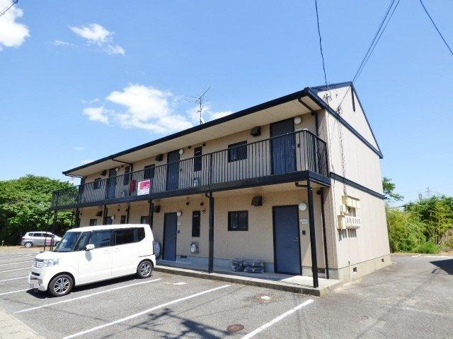 軽量鉄骨造の2階建てアパートです。宇部方面、小野田市内ともにアクセス良好です。