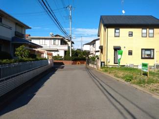 間口が広く、北側公道に接道しております。
