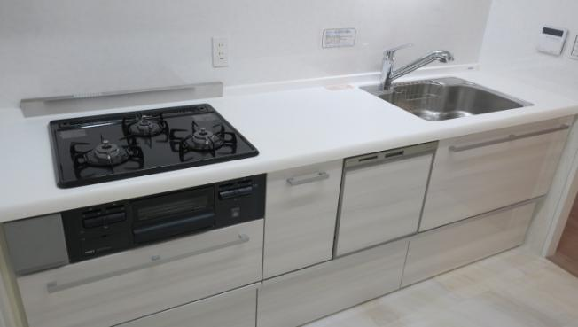 クィーンシティ東綾瀬公園:あると便利な食器洗浄機付きの独立型キッチンです!