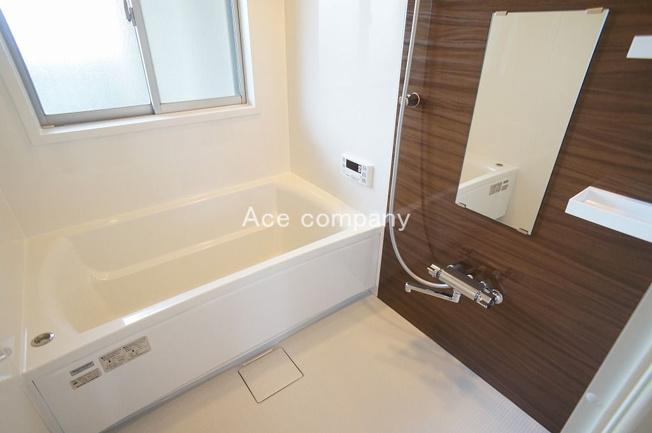 ユニットバス・給湯器(追炊付)・浴室乾燥機、全て新調☆窓も完備です☆