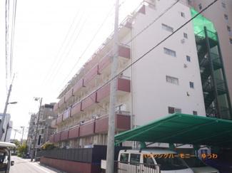 開放感ある立地。SRC造の重厚感ある建物です。