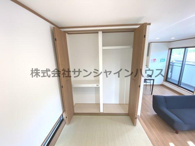 タタミコーナーの収納は、天井までたっぷり収納可能です。