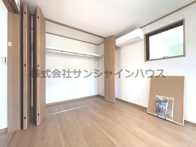主寝室6.3帖の収納は、天井まであるクローゼットで収納がたっぷり出来ます(枕棚+パイプハンガー付き)