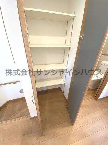 ★収納充実住宅★ ~あると嬉しいスペースです~ 2階廊下収納です(棚付き)