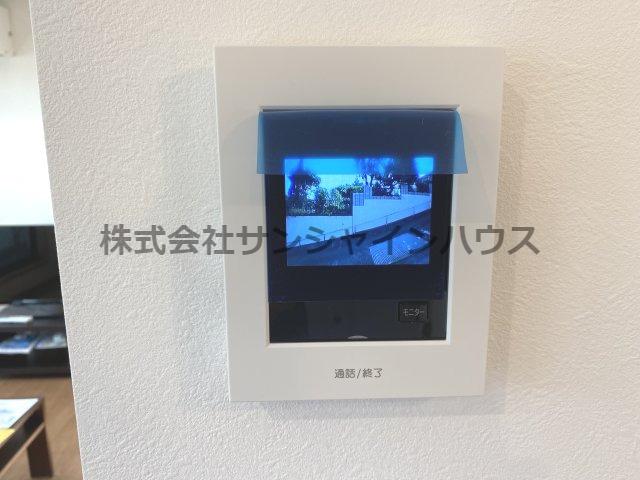 カラーモニター付きインターホンは、急な来客でも室内からご確認頂けます!