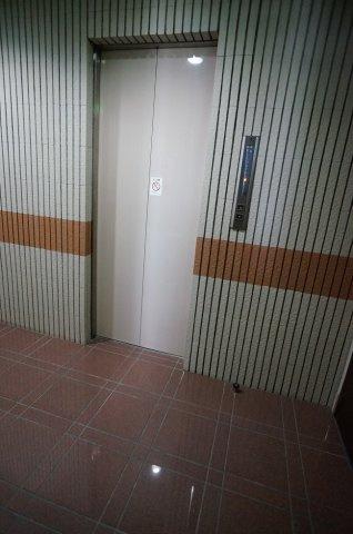 エレベーター1基です