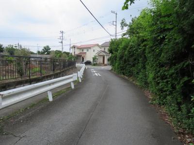 【前面道路含む現地写真】坂戸市萱方売地