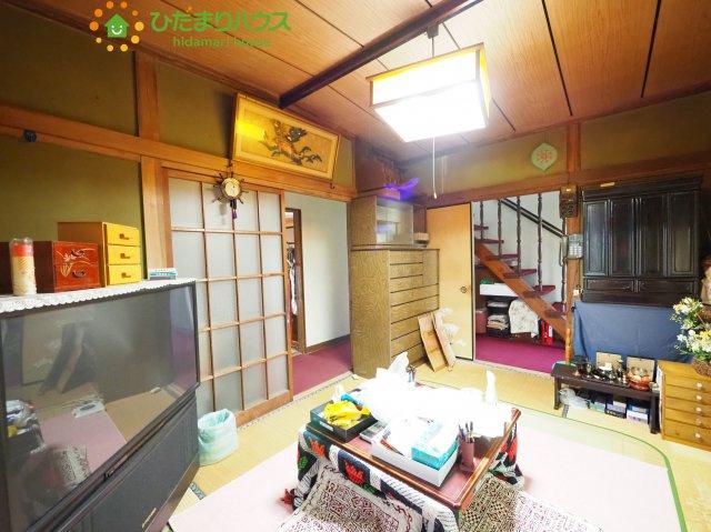 リビングと隣り合わせにある和室は合わせて16帖!扉を閉めれば、来客用の部屋として使えます♪