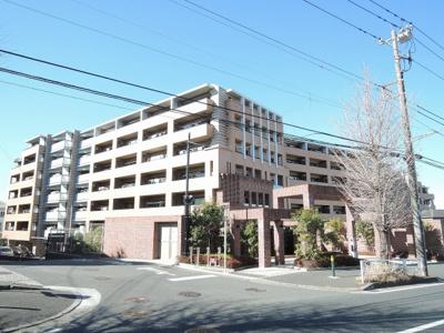 総戸数112戸、2013年2月築、管理人は日勤勤務につき管理体制良好です♪