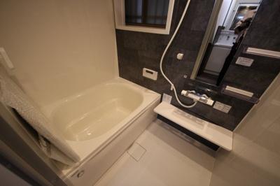 新調された清潔感ある浴室