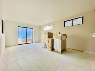 【居間・リビング】新築分譲住宅 全3棟 中島 広々としたバルコニー