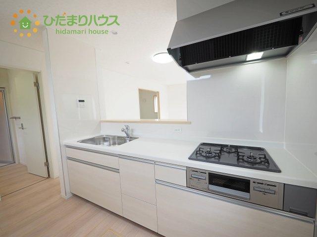 人気のオープンキッチンは、リビングにいるお子様からでもママの姿が見れ、安心な気持ちになれて寂しくない(^^)/