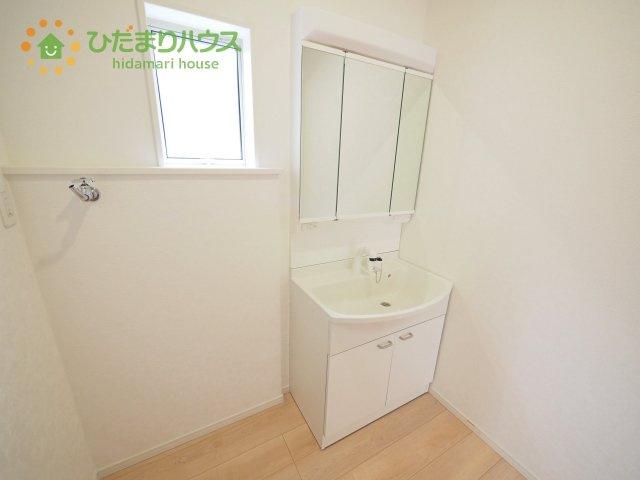 清潔感溢れるスタイリッシュなデザインの洗面化粧台!!