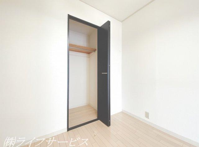 玄関側洋室4.5帖/クローゼット有