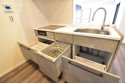 食洗機付きのシステムキッチンはオール電化のIH仕様。安心と信頼のタカラ製です。