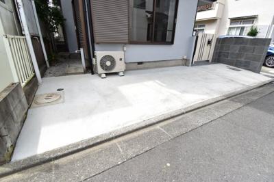 十分な広さが確保されたカースペースは、自転車も停められるので助かります。