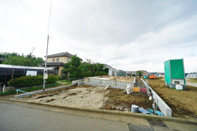 【外観】和田町駅徒歩14分の緑豊かな住環境!カースペース2台♪保土ケ谷区仏向町 新築戸建て