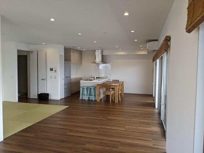 2016年築の綺麗なマンションです☆彡 38帖もの広~いLDKはとっても開放的!畳スペースもあって、ゆったりくつろげる空間になっていますよ