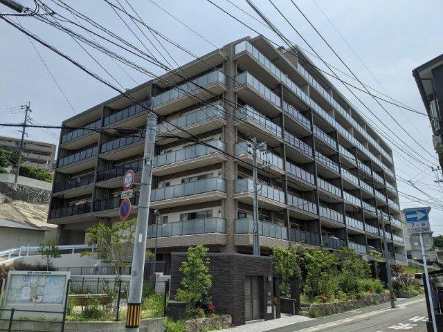 七隈線六本松駅までは徒歩15分。徒歩2分のバス停からバスもあります☆彡 筑肥新道そばなので、車での移動も便利です