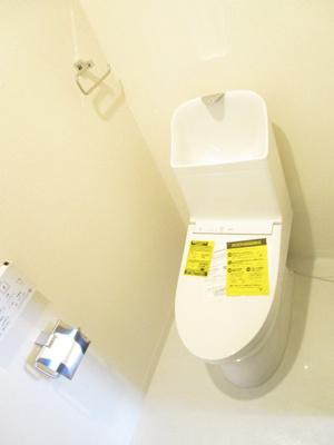 白を基調としたカラーリングで清潔感が漂います♪スペース広めです。洗面台付き♪