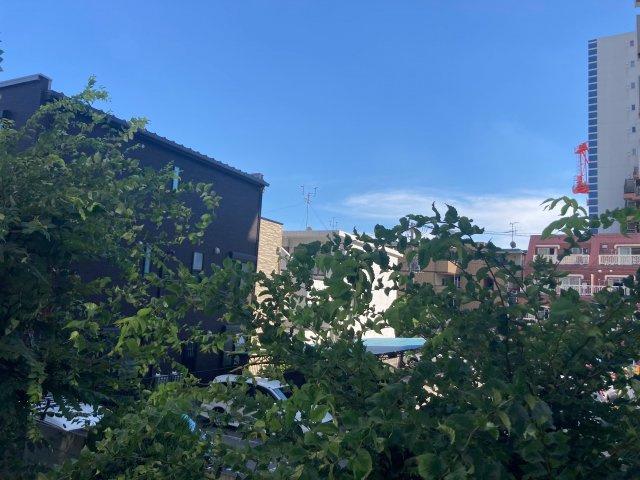 ◇View◇暖かな日差し、心地良い風、街の移ろいを楽しめる空間です。【現地(2021年8月)撮影】