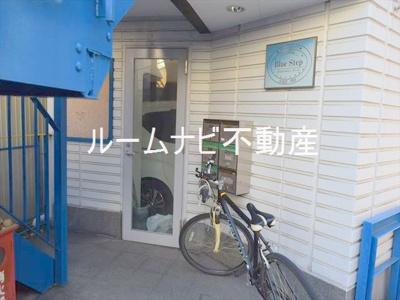 【エントランス】ブルーステップ