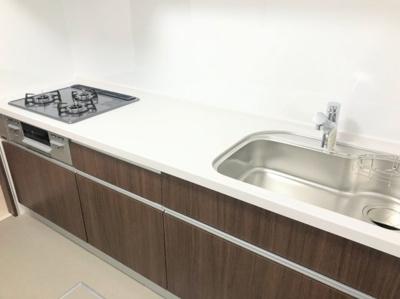 調理スペースも確保できる、清潔なキッチン