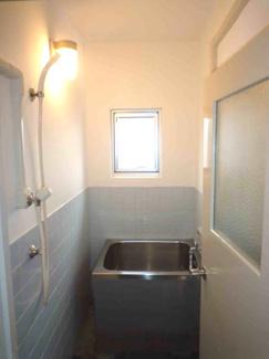 浴室には窓も有り、カビ対策も出来ますね♪※画像は入居前のものです。