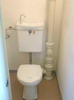 シンプルトイレです♪※画像は入居前のものです。
