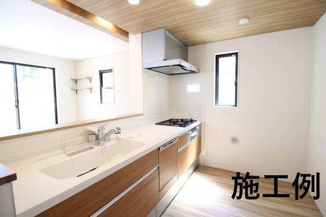 備付の浄水器に食器洗浄機♪ 清潔感溢れるシステムキッチンです。 ※写真は施工例です。