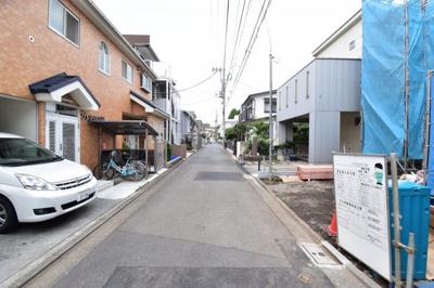 周辺は閑静な住宅街なので車通りも少なくお子様も安心です。子育てにも良い環境ですよ。