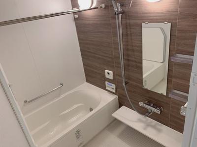 日々の疲れを癒すお風呂付です。浴室乾燥機能や霧の大きさが選べるミストサウナ機能がついた充実設備の浴室です。