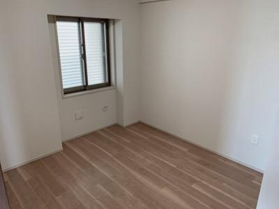 明るい洋室です。5.5帖に洋室です。